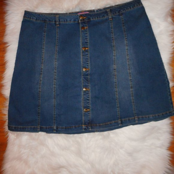 WOMAN WITHIN Dresses & Skirts - NWOT WOMAN WITHIN DENIM SKIRT STRETCH BUTTON FRONT